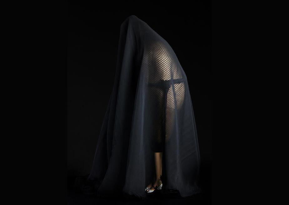 Andrea-Santamarina-Contemporary-Artist-Shadows-Sculpture-Fabric-London-Burka-Fundación-Bilbaoarte_0 copia