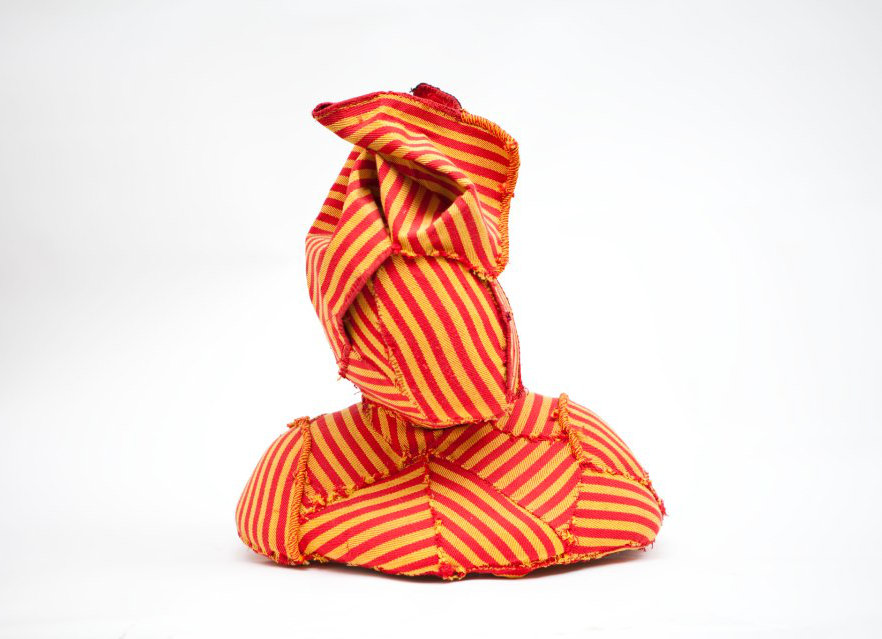 Andrea-Santamarina-Contemporary-Artist-Spain-Bust-Sculpture-Fabric